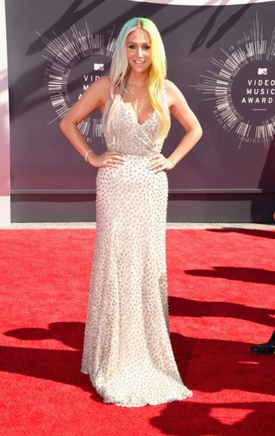 Ke$ha is swagged out with a gorgeous dress!